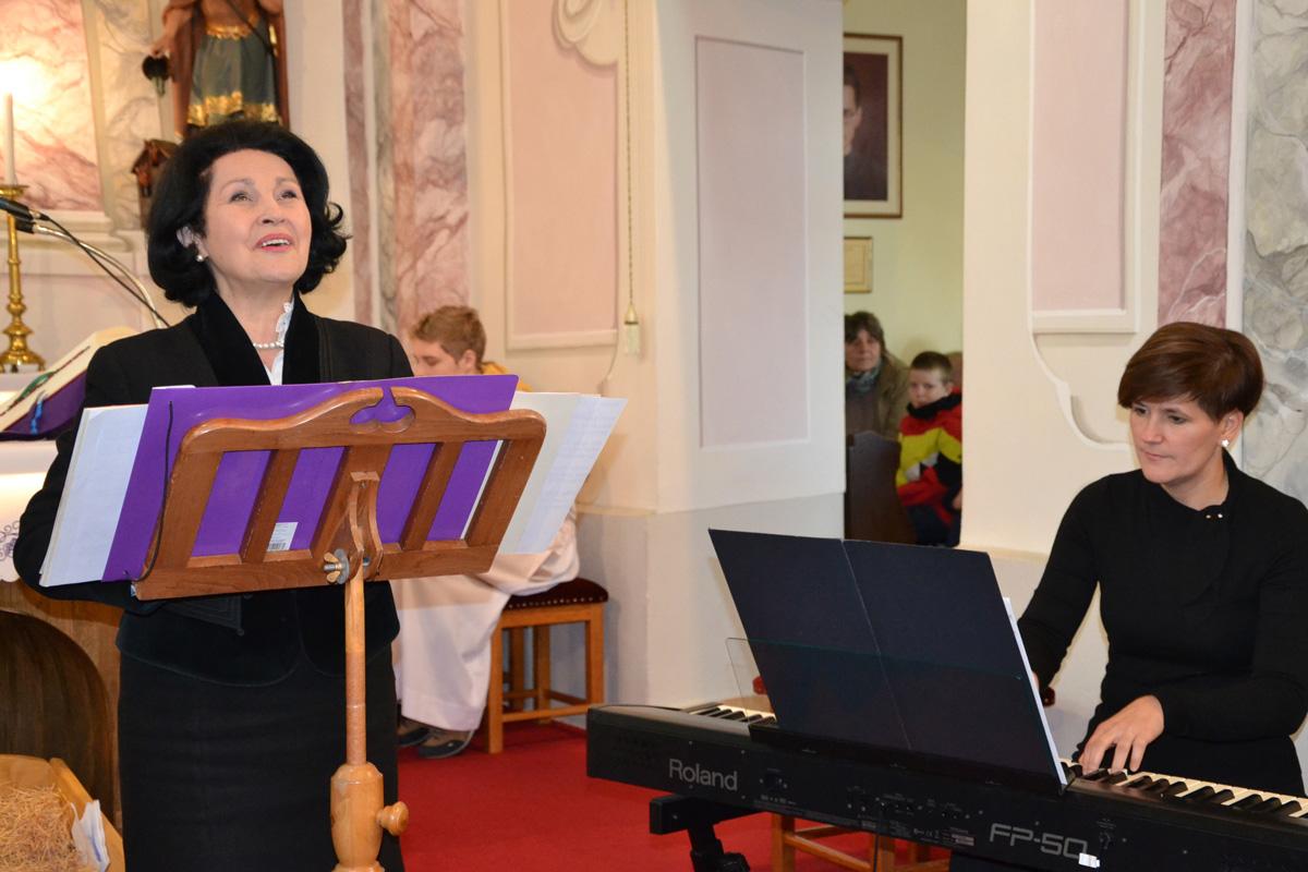 Pitti Katalin énekelt a hétvégi szentmiséken a toronyi plébánia falvaiban