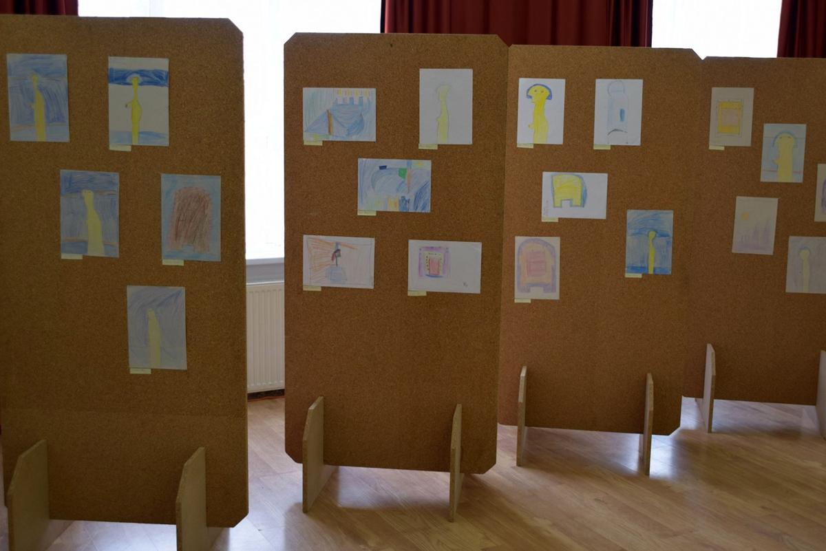 Negyven toronyi diák rajza tekinthető meg a művelődési ház Karangó galériáján