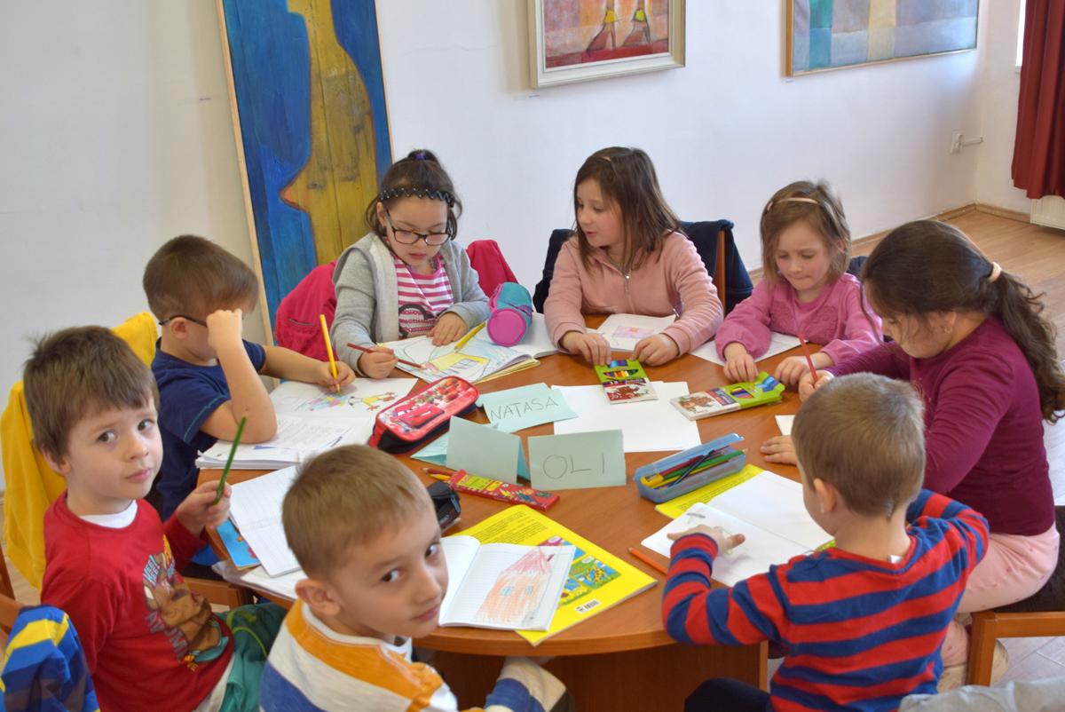 Angol nyelvet tanulnak az óvodások és az iskolások a művelődési házban